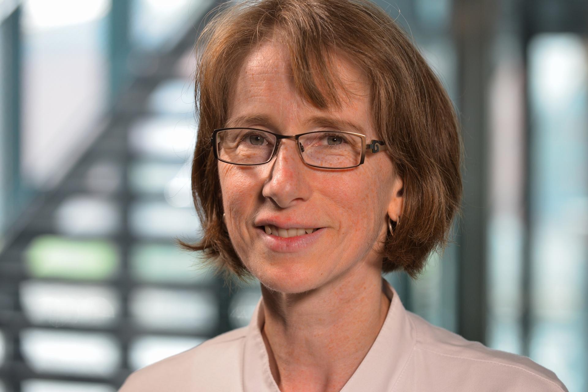 Dr. Diemut Bell